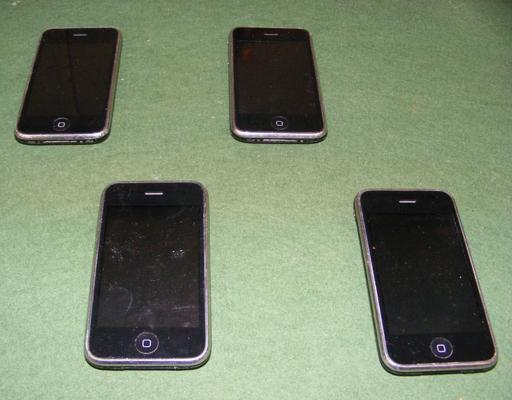 4x Iphones (all power on)