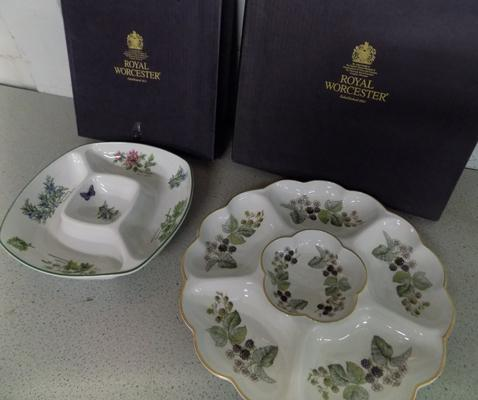 2 x Royal Worcester serving dishes in display boxes, collectable