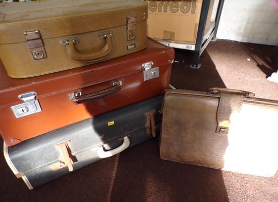 4 x pieces of vintage luggage