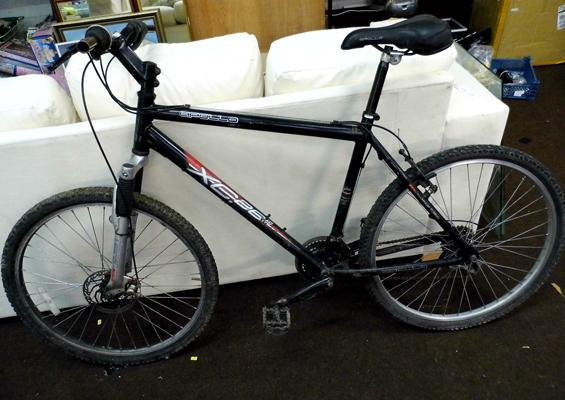 Apollo XC26 adult mountain bike, front disc brake, suspension and 15 gears