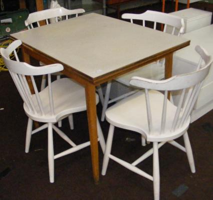 Extending kitchen table & four chairs
