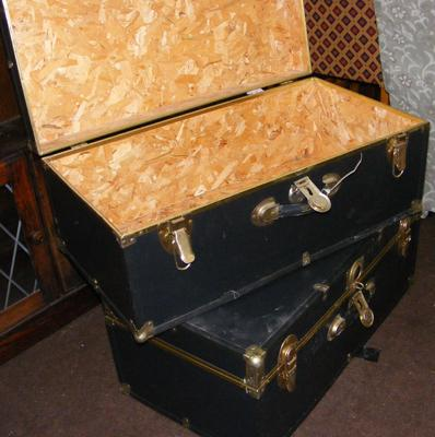 Two vintage style flight cases