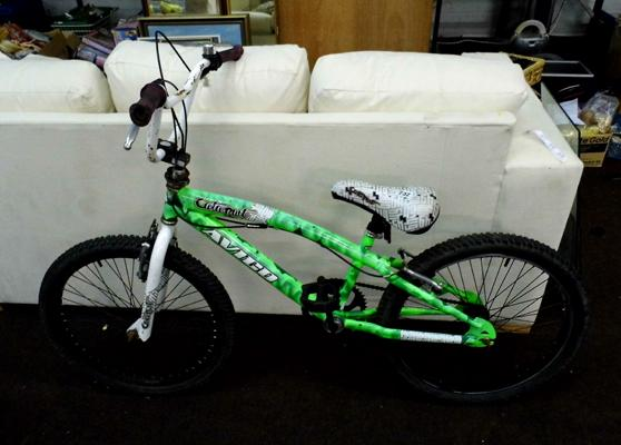 Avigo catapult BMX bike