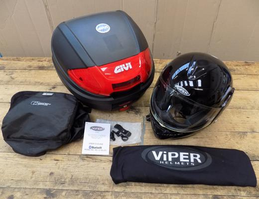 Givi top box + Bluetooth intercom helmet, incl. keys & charger (helmet for display purposes only)