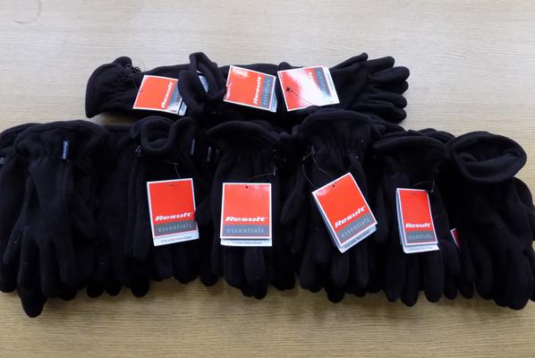 Bog of 21 Active fleece gloves - new - adult