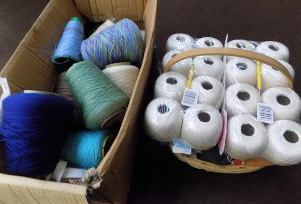 Box of yarn, incl. basket