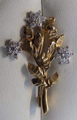 9ct yellow and white gold flower brooch
