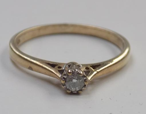 9ct gold diamond solitaire ring - size O