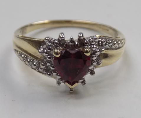 9ct gold diamond and garnet heart shaped ring - size N