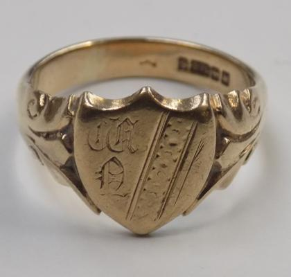9ct gold shield signet ring - size S 1/2