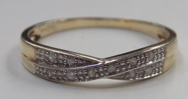 9ct gold diamond cross over ring - size O