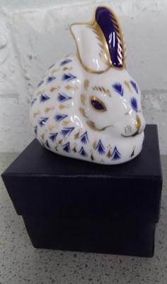 Royal Crown Derby rabbit paperweight with gold stopper, in original box - no damage