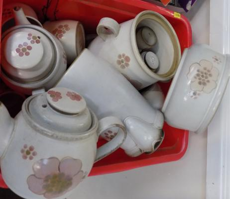 Large assortment of Denby Gypsy pattern ceramics