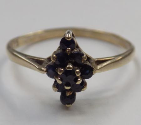 9ct gold sapphire cluster ring - size O 3/4