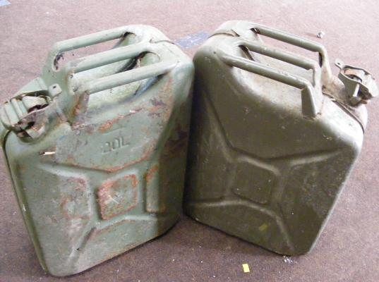 2x 20L/5 gallon petrol cans (no date stamp)