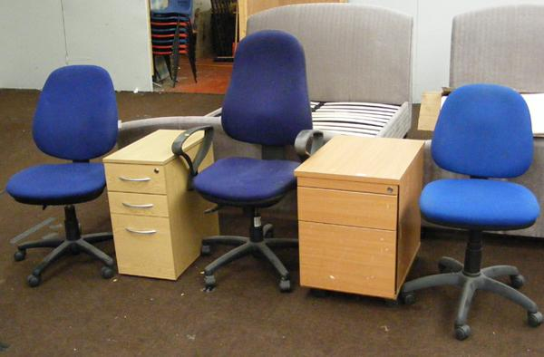 2x Office cabinets & 3x swivel chairs
