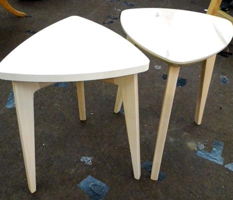Two triangler lamp tables, natural frame/top