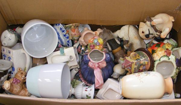 Box of mixed ceramics + collectables