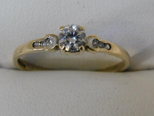 9ct Gold solitaire ring with accents size Q1/2