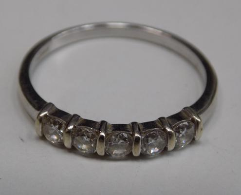 Hallmarked 9ct white gold, white stone ring approx size N