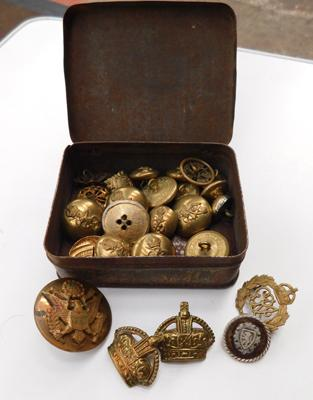 Assortment of military buttons & cap badges inc RAF 1915 badge