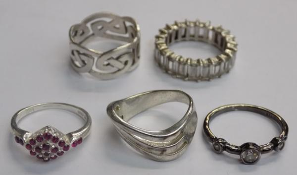 Selection of rings  (1 ring with stone missing)
