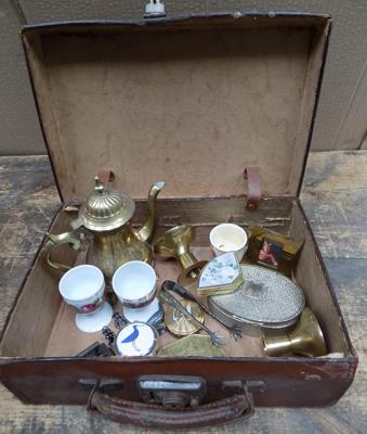 Small vintage suitcase, incl. collectables