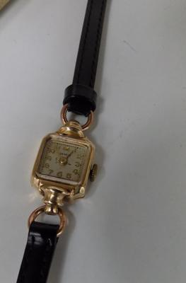 Ladies 14ct gold cocktail watch w/o