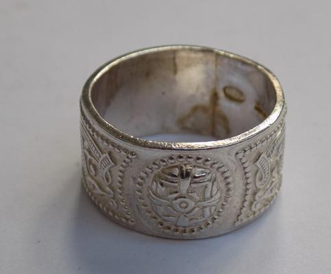 Sterling silver wide band patterned ring size L-boxed