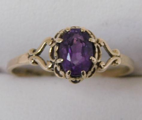 9ct Gold sapphire ring size P1/2