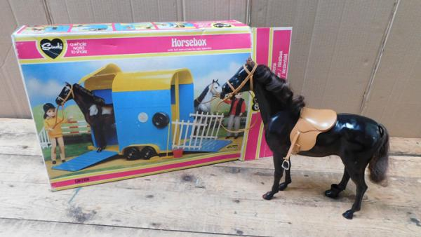 Pedigree Sindy horse box & horse - with instructions & box