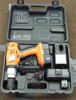 Silverline cordless drill with case - W/O