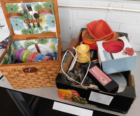 Collection of kitchenware + picnic basket