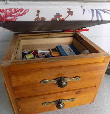 Needlework box, incl. cottons, pins, needles