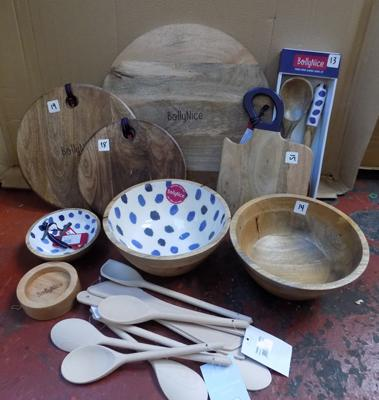 Collection of Bollynice wooden kitchen items, incl. chopping boards, wooden spoons etc...