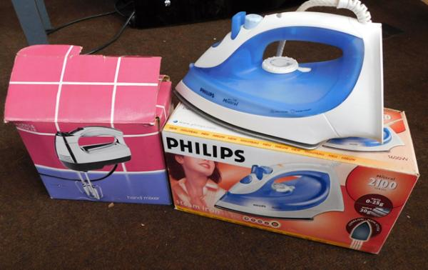 Boxed electric iron & hand mixer in w/o