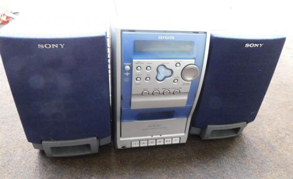 Aiwa CD player with Sony speakers