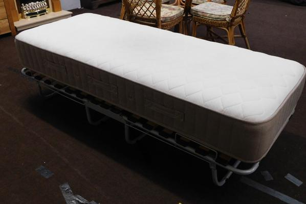 Foldable single bed base with mattress