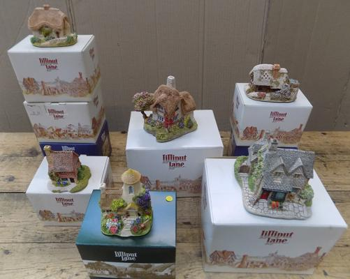 Large assortment of Lilliput Lane houses in boxes
