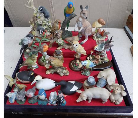 Large collection of ceramic birds & animals, incl. 2 small Beswick birds