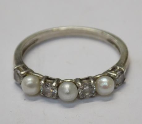 Sterling silver natural pearl ring