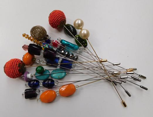 Selection of vintage style hat pins (19)