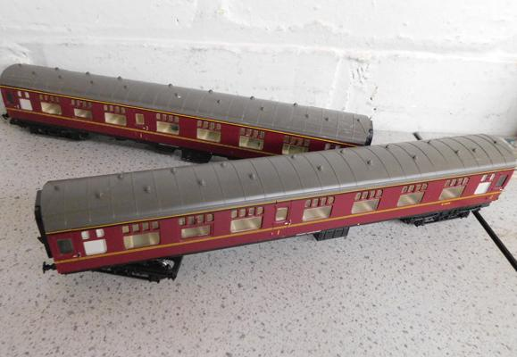 2 x Hornby coaches