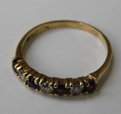 9ct gold garnet 1/2 eternity ring - size P 1/2