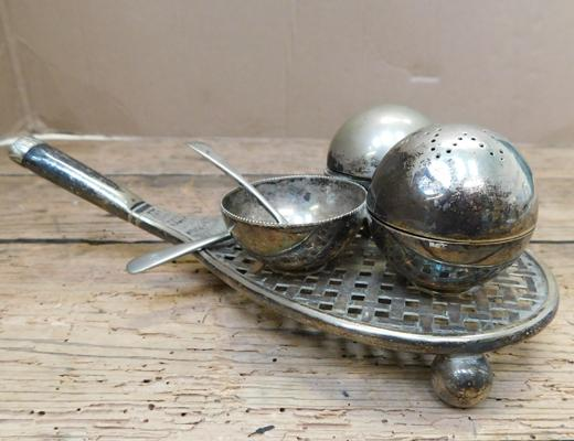 Rare antique EPNS racket & ball condiment set (missing salt)