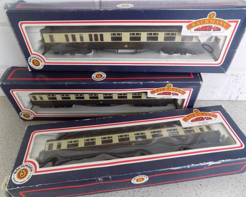 3 Bachmann - OO GWR coaches - Chocolate & Cream