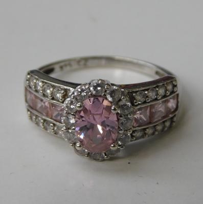 9ct white gold, pink & white stone ring - size N 1/4