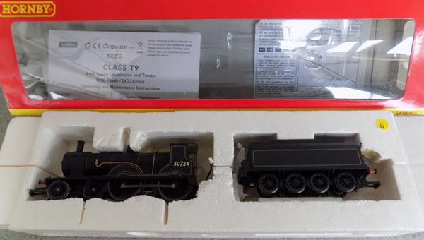 Hornby BR Coronation class T9, 4-4-0 steam locomotive + tender with box & paperwork