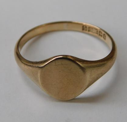 9ct gold signet ring - size O 1/2