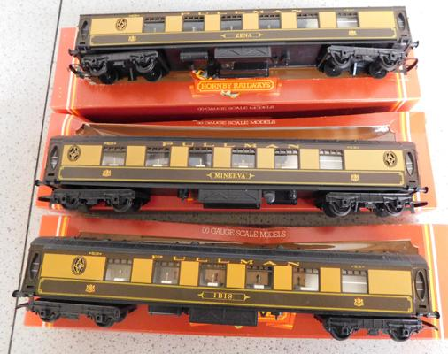 3 x Hornby Railways Pullman 1st class coaches, with boxes